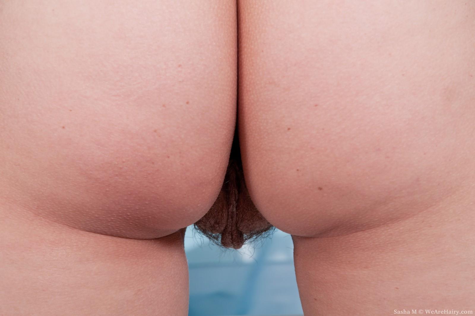 Через трусы видны половые губы 9 фотография